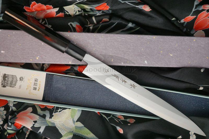 Valokuva #4 Japanilainen sushi veitsi Yanagiba Sakai Takayuki Inox Black Lacqured with Saya 04313A 24cm