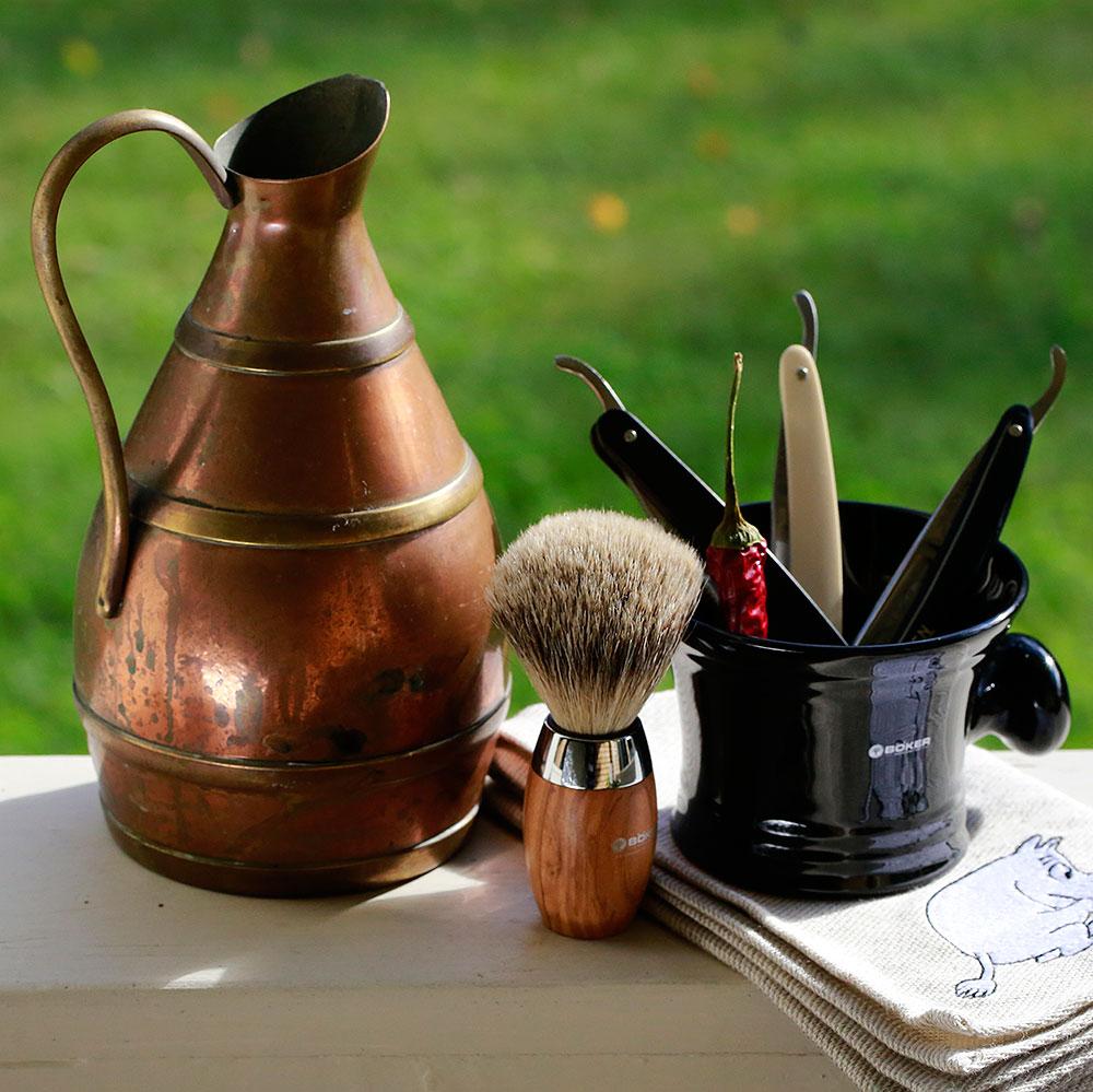 Strops, brushes & mugs