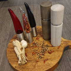 Salt, pepper and spice mills